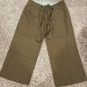 Womens Old Navy Olive Green Capris size 6